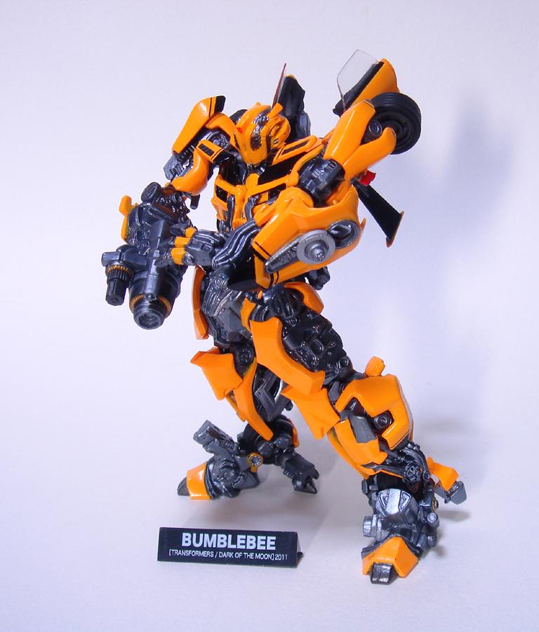 revoltech_bumblebee0.jpg