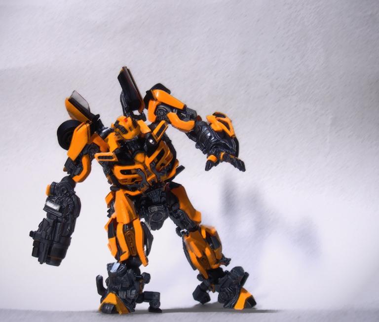 revoltech_bumblebee3.jpg