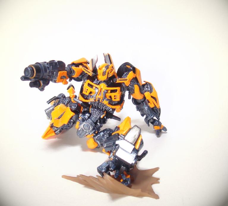 revoltech_bumblebee4.jpg